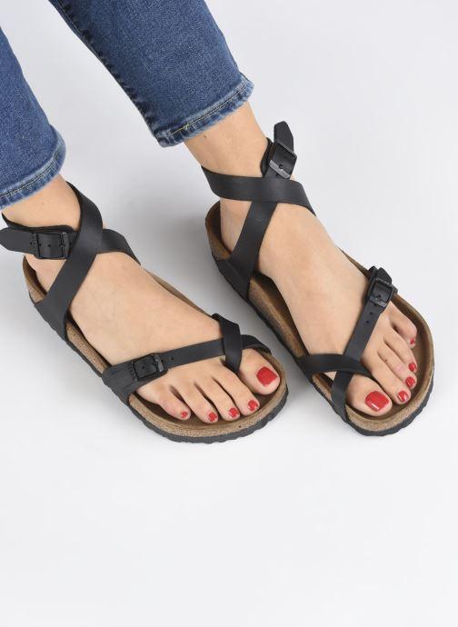 Sandalen Birkenstock Yara Flor W schwarz ansicht von unten / tasche getragen