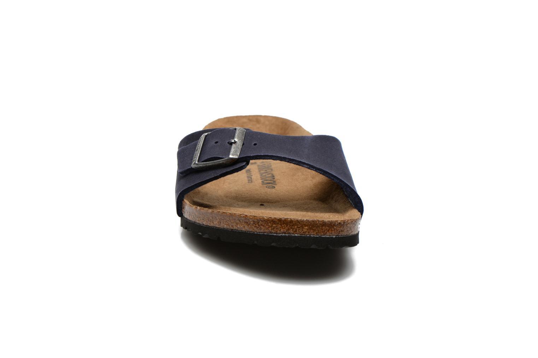Sandales et nu-pieds Birkenstock Madrid Microfibre M Bleu vue portées chaussures