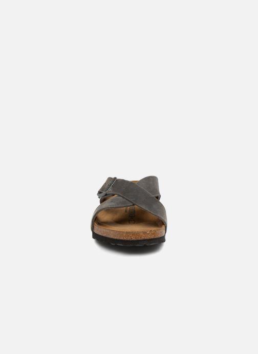 Sandales et nu-pieds Birkenstock Tunis Cuir M Gris vue portées chaussures