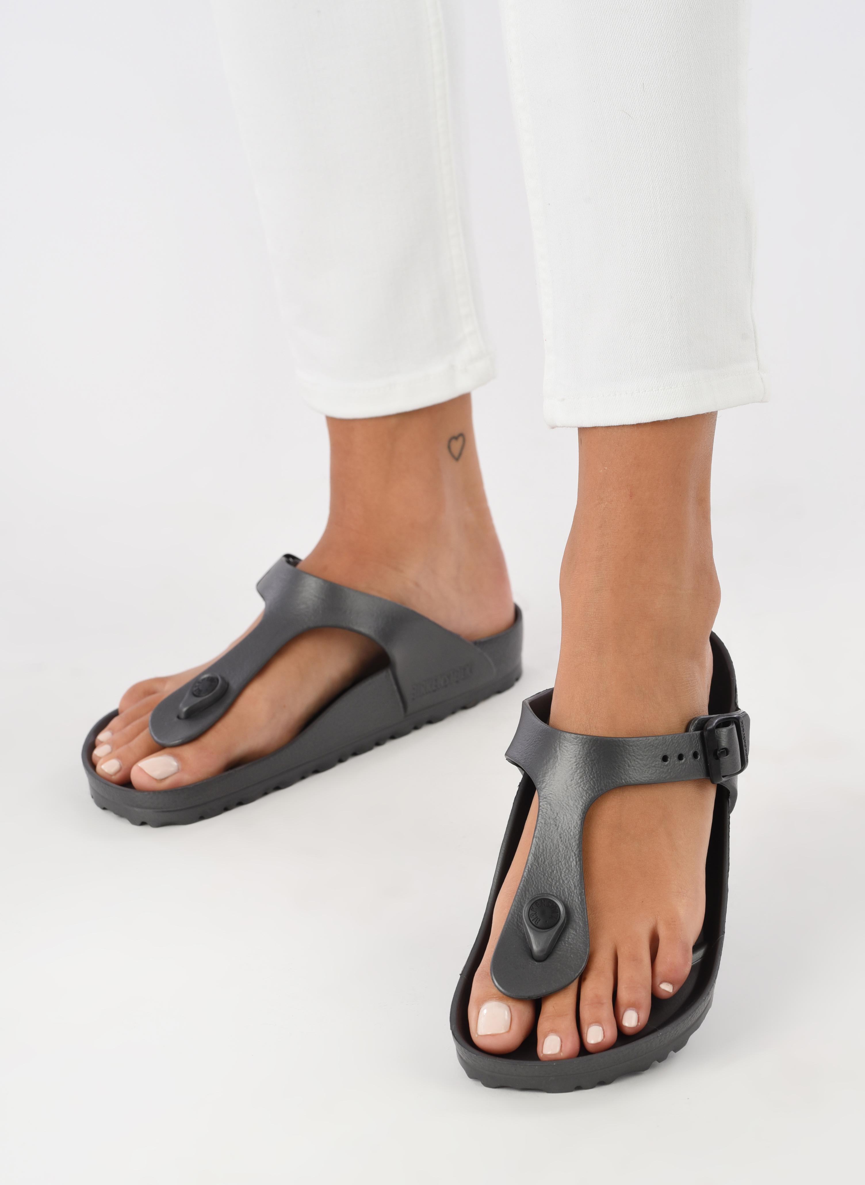 Sandals Birkenstock Gizeh EVA W Grey view from underneath / model view