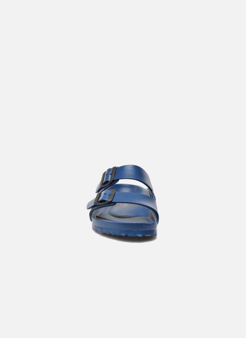 Sandali e scarpe aperte Birkenstock Arizona EVA M Azzurro modello indossato