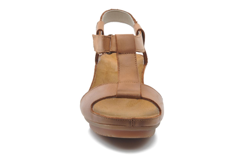 Sandales et nu-pieds El Naturalista Code ND21 Marron vue portées chaussures