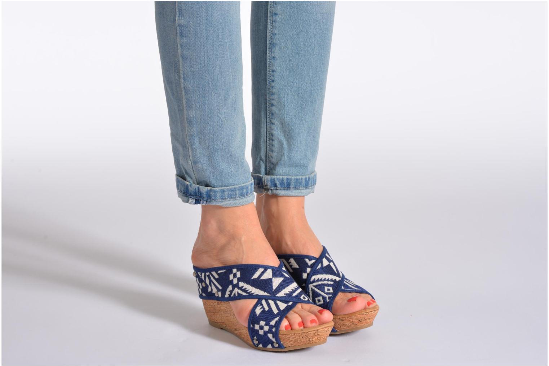 Sandales et nu-pieds Minnetonka Lainey Noir vue bas / vue portée sac