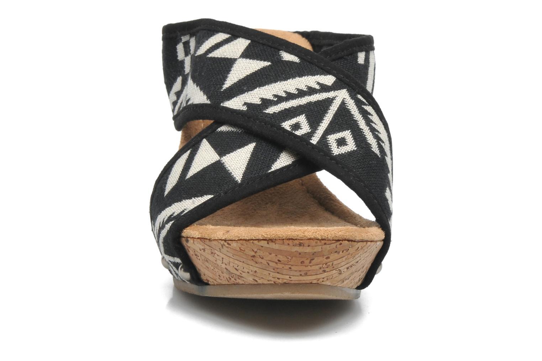 Sandales et nu-pieds Minnetonka Lainey Noir vue portées chaussures