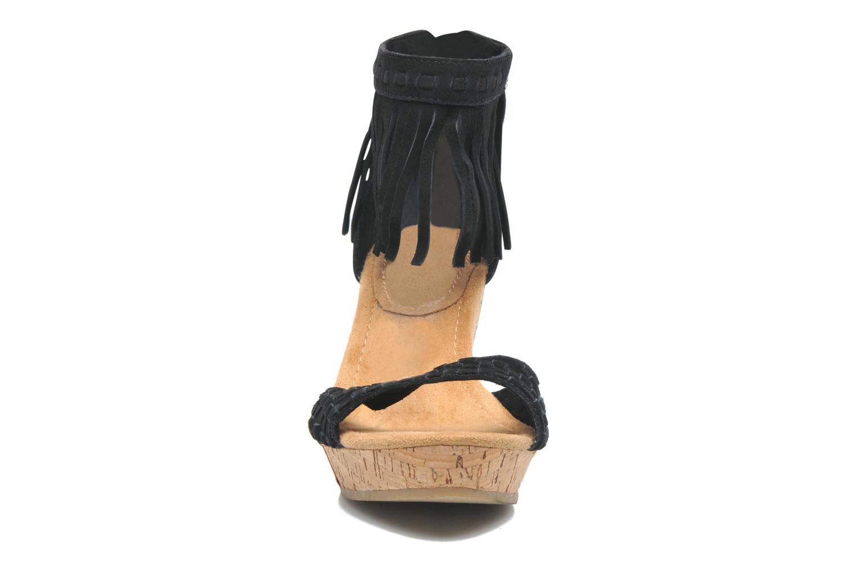 Sandales et nu-pieds Minnetonka Isabel Noir vue portées chaussures