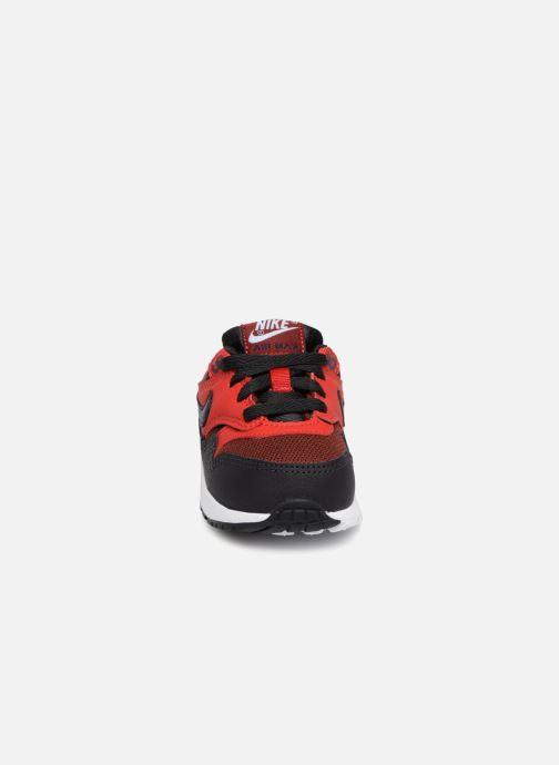 Baskets Nike AIR MAX 1 (TD) Rouge vue portées chaussures