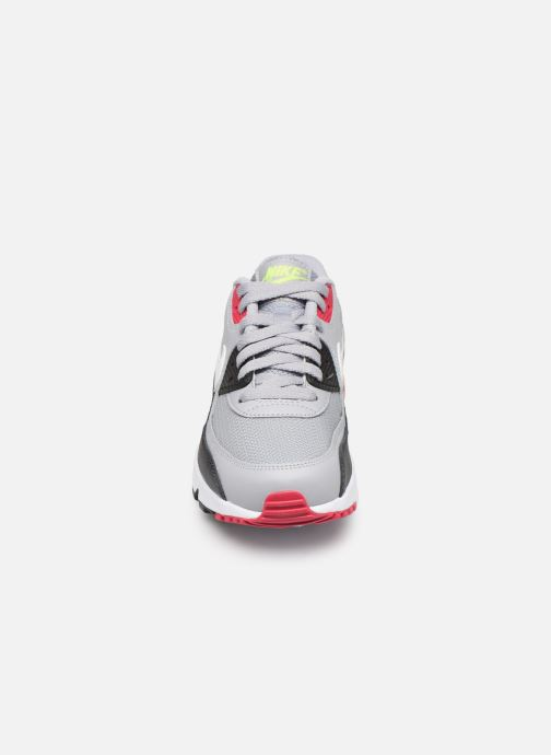 Baskets Nike NIKE AIR MAX 90 MESH (GS) Gris vue portées chaussures
