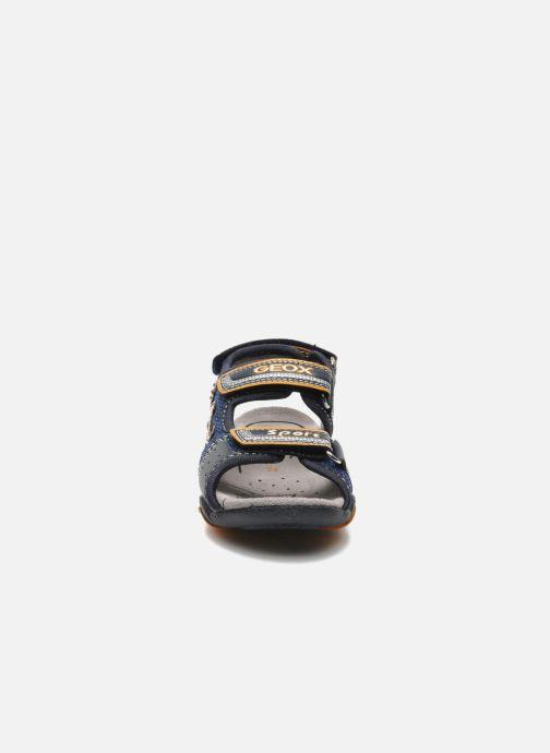 Sandali e scarpe aperte Geox B SAND.STRIKE A - MESH+DBK Azzurro modello indossato