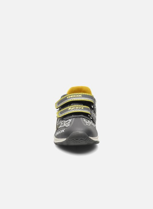 Sneakers Geox B TEPPEI B. C - MESH+DBK Grigio modello indossato
