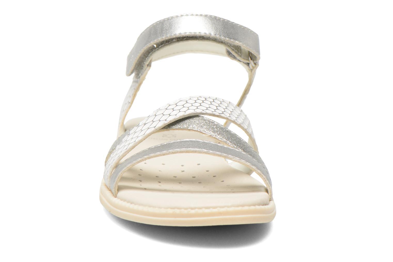 Sandales et nu-pieds Geox J S.Karly G.D  J5235D Blanc vue portées chaussures