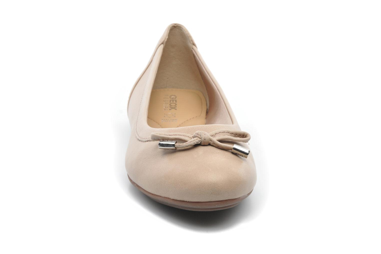 Ballerines Geox D CHARLENE A D32Y7A Beige vue portées chaussures