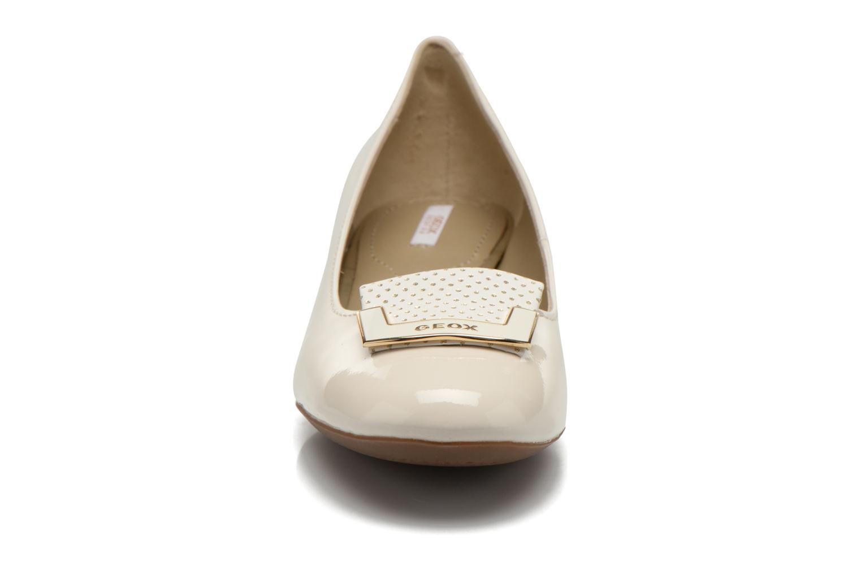 Ballerines Geox D CAREY A D52V8A Blanc vue portées chaussures