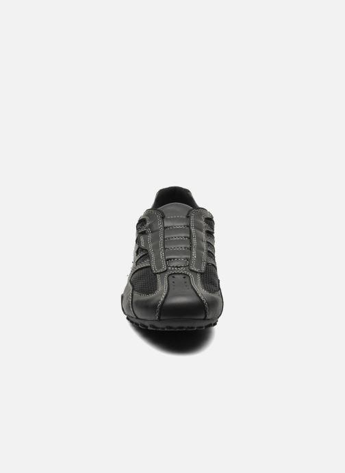 Sneakers Geox U SNAKE L U4207L Nero modello indossato