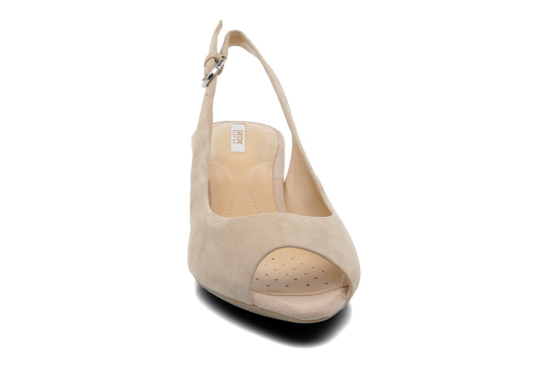 Sandales et nu-pieds Geox D FLORALIE C D42T4C Beige vue portées chaussures