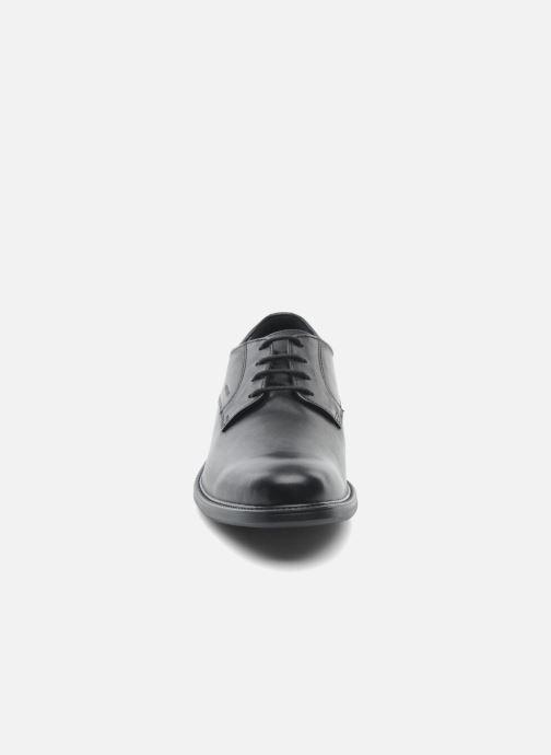 Scarpe con lacci Geox U CARNABY D U52W1D Nero modello indossato