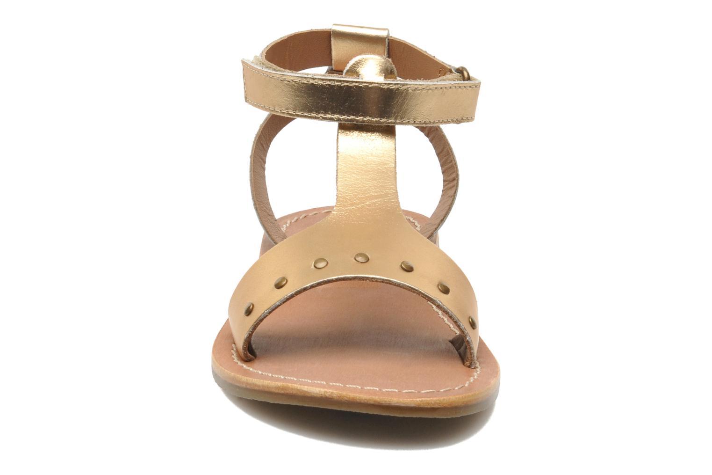 Sandales et nu-pieds Kickers DIZAINE V Or et bronze vue portées chaussures