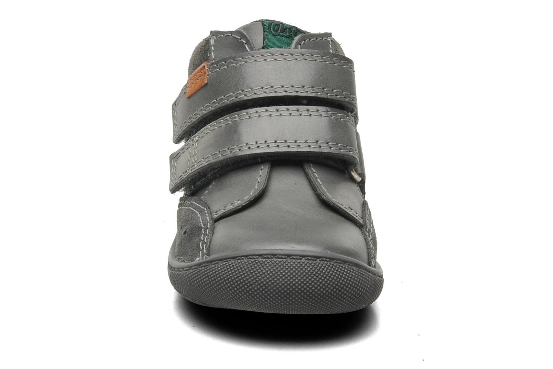 Scarpe con gli strappi Aster Pavel Grigio modello indossato