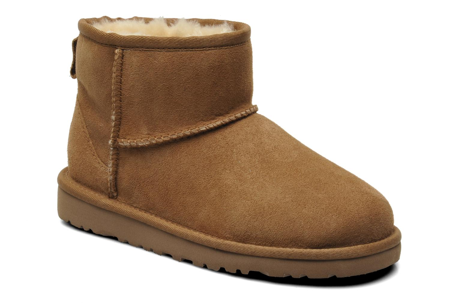 Ankle boots UGG K CLASSIC MINI Beige detailed view/ Pair view