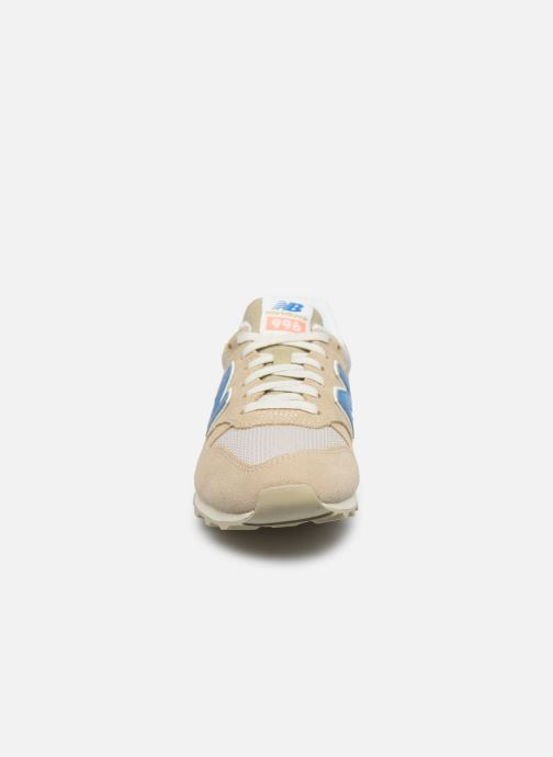 Sneakers New Balance WL996 Beige modello indossato