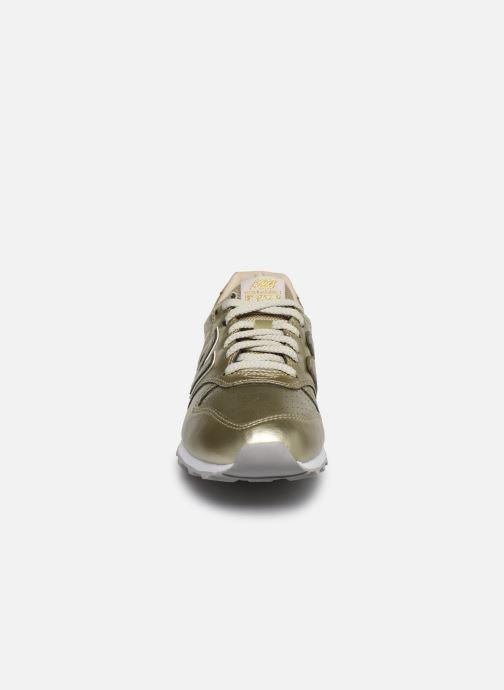 Sneakers New Balance WL996 Oro e bronzo modello indossato