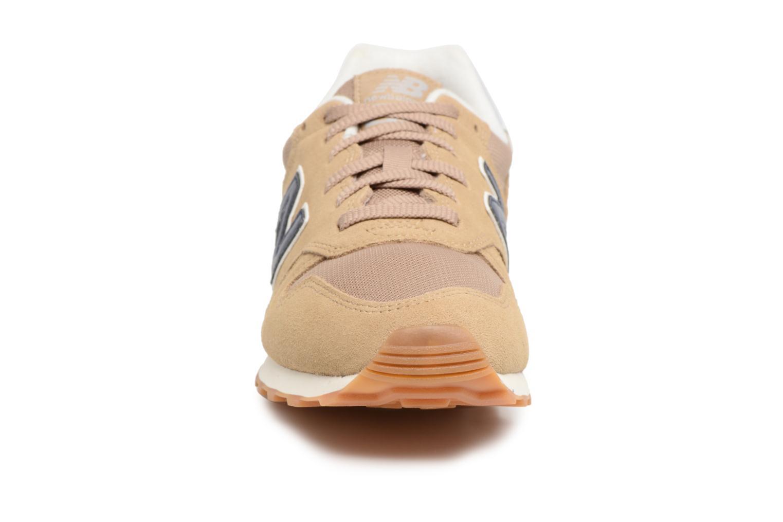 Baskets New Balance ML373 Beige vue portées chaussures