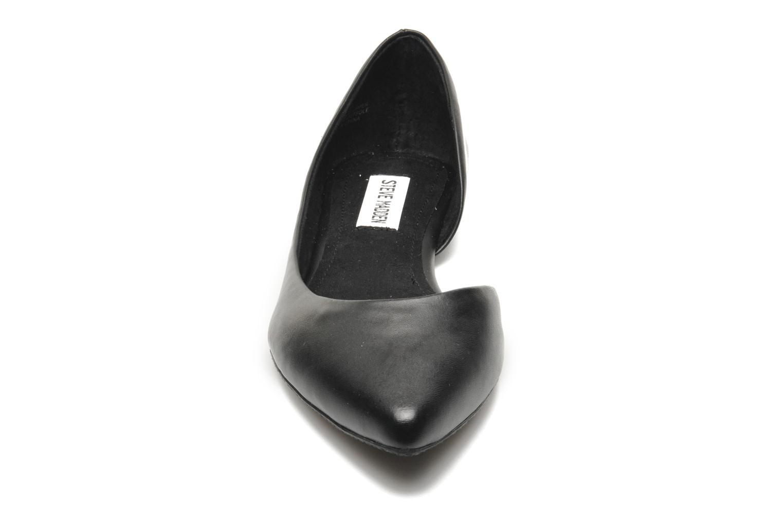 Ballerines Steve Madden ELUSION Noir vue portées chaussures