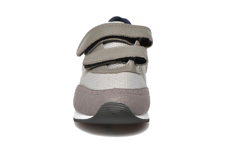 Trainers Veja ARCADE SMALL B MESH VELCRO Grey model view