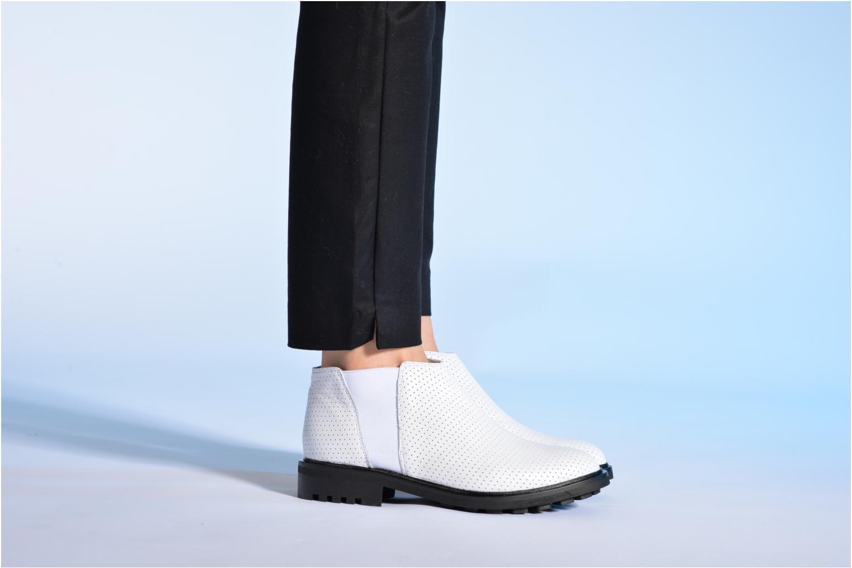 Bottines et boots Made by SARENZA Queen of pétanque #2 Blanc vue bas / vue portée sac