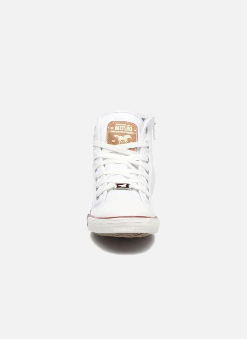 Baskets Mustang shoes Mavon Blanc vue portées chaussures