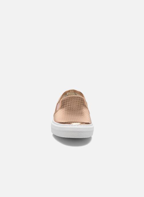 Sneakers Victoria Slip-on Metalizada Rosa modello indossato