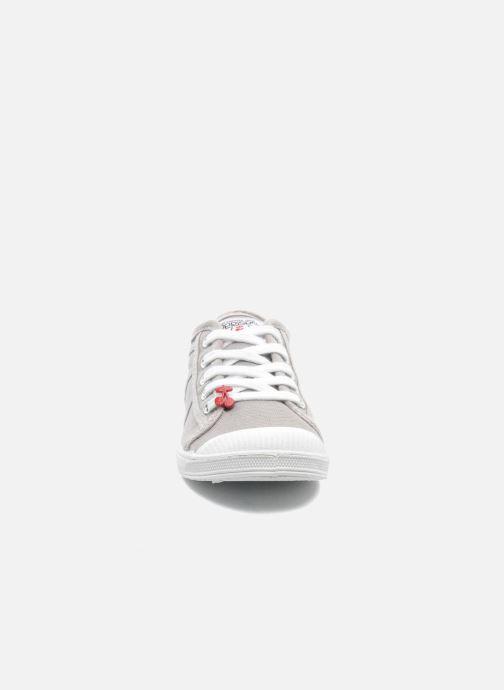 Sneakers Le temps des cerises Lc Basic 02 Grigio modello indossato