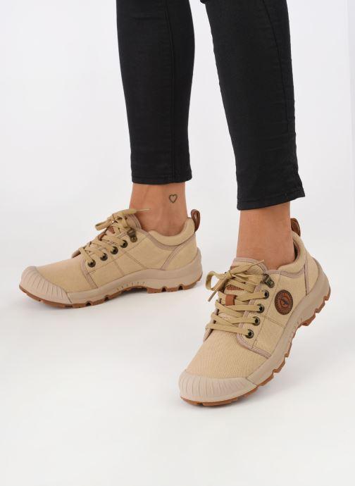 Sneaker Aigle Tenere Light Low W Cvs beige ansicht von unten / tasche getragen