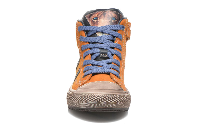 Baskets Stones and Bones Tupac Marron vue portées chaussures