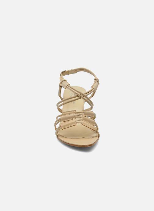 Sandales et nu-pieds Elizabeth Stuart Bakou Beige vue portées chaussures