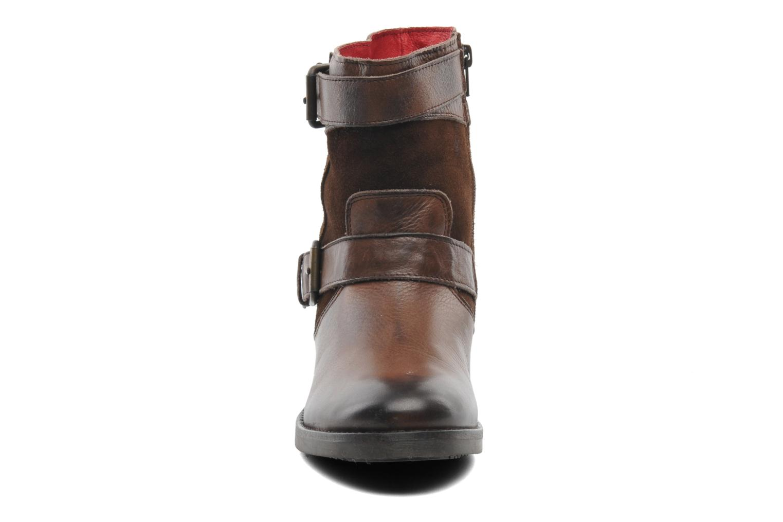 Bottines et boots Buffalo Nelly Marron vue portées chaussures