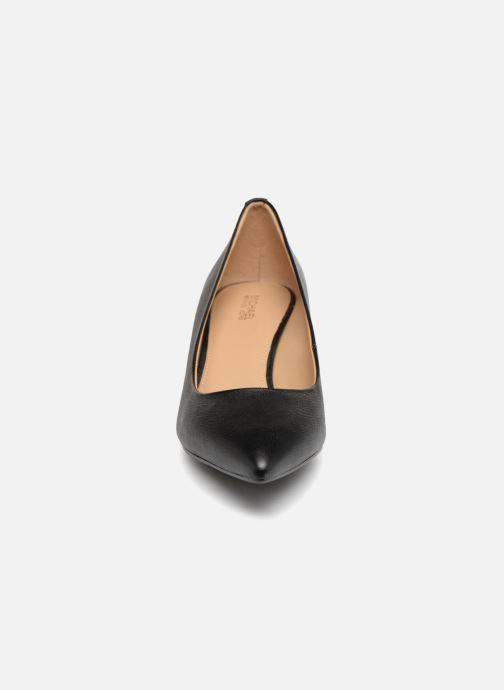 Zapatos de tacón Michael Michael Kors Mk Flex Kitten Pump Negro vista del modelo