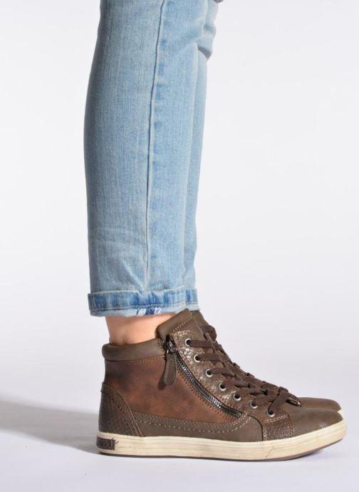 Sneaker I Love Shoes Susket braun ansicht von unten / tasche getragen