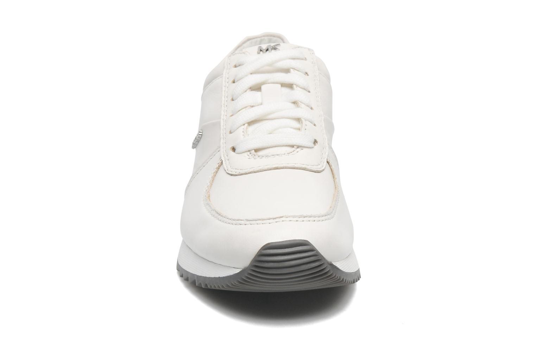 Sneakers Michael Michael Kors Allie Trainer Bianco modello indossato