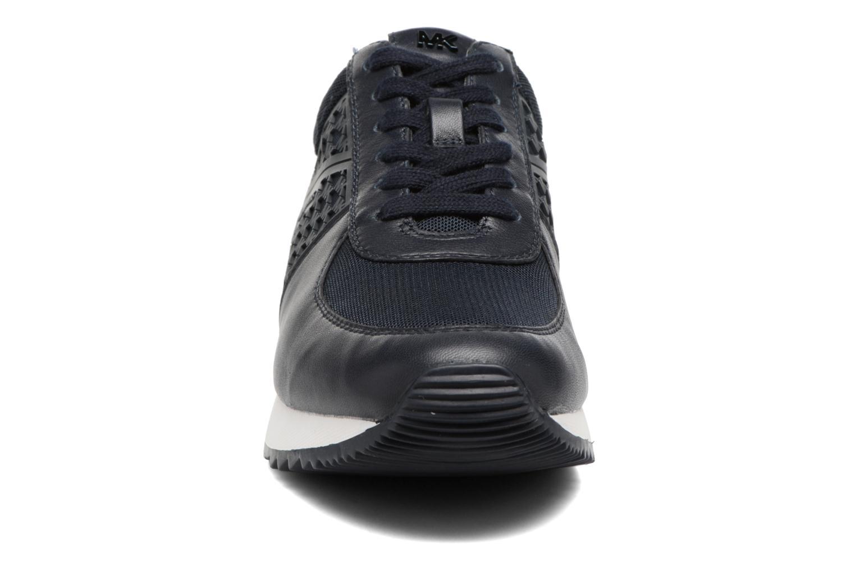 Sneakers Michael Michael Kors Allie Trainer Azzurro modello indossato