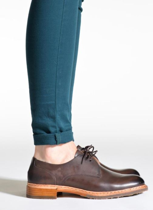 Lace-up shoes Neosens Hondarribi S898 Brown view from underneath / model view