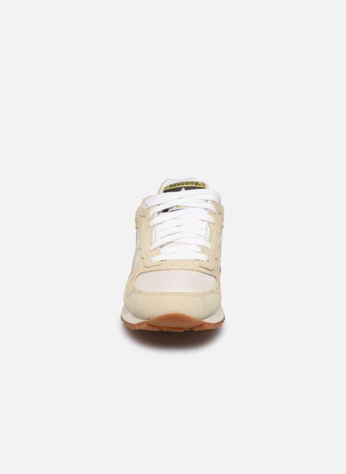 Sneakers Saucony Shadow 5000 W Beige modello indossato