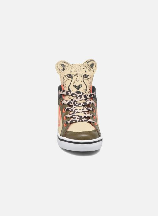 Sneakers Feiyue Delta Mid Animal 2 Beige modello indossato