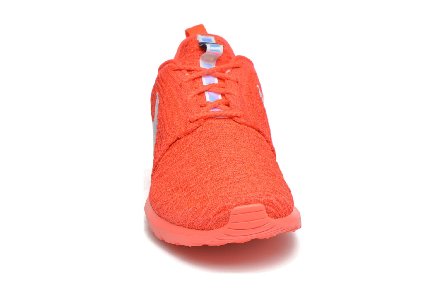 Baskets Nike Nike Roshe Nm Flyknit Orange vue portées chaussures
