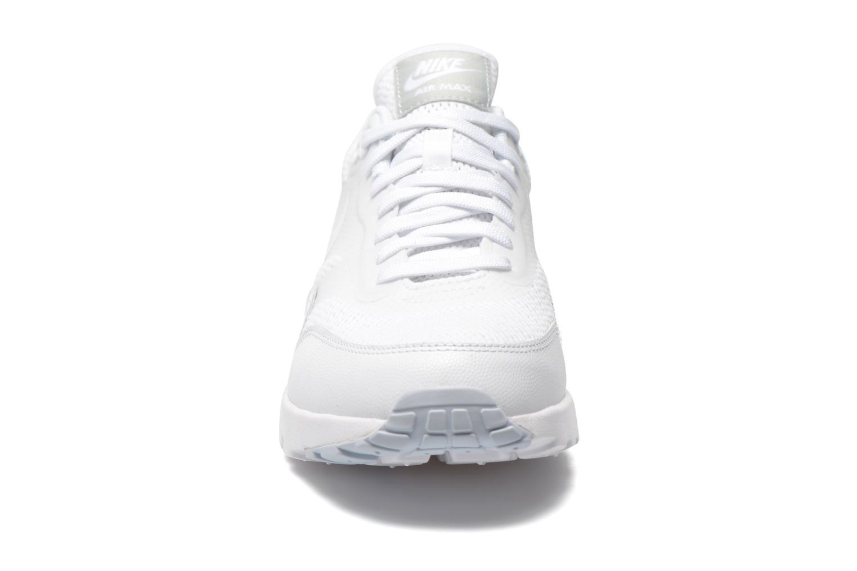 Baskets Nike W Air Max 1 Ultra Essentials Blanc vue portées chaussures