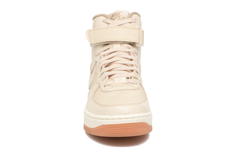 Baskets Nike Wmns Air Force 1 Hi Prm Beige vue portées chaussures