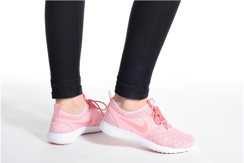Sneaker Nike Wmns Nike Juvenate weiß ansicht von unten / tasche getragen