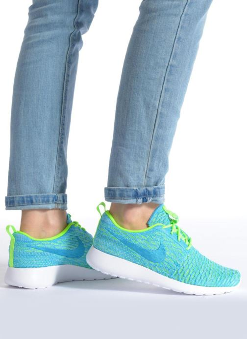 Sneaker Nike Wmns Roshe One Flyknit grau ansicht von unten / tasche getragen