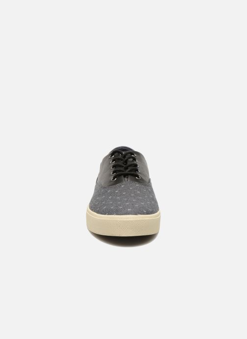 Sneakers Armistice Hope Trainer Ash/Leather Grain Nero modello indossato