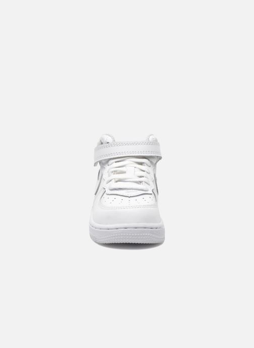 Sneakers Nike Air Force 1 Mid (TD) Bianco modello indossato