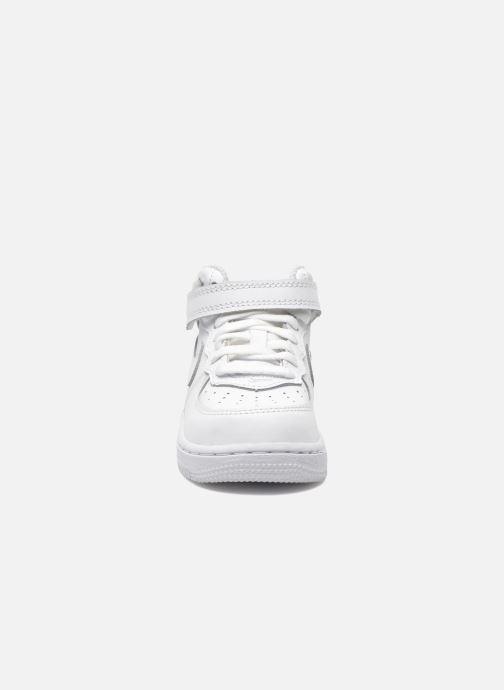 Baskets Nike Air Force 1 Mid (TD) Blanc vue portées chaussures